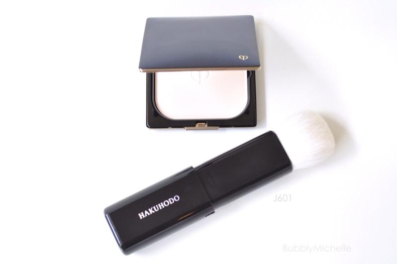 Retractable powder brush Hakuhodo J601