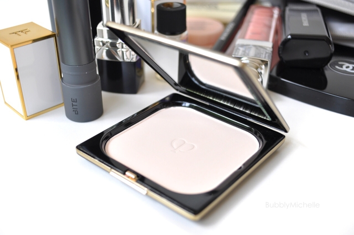 Cle de peau powder