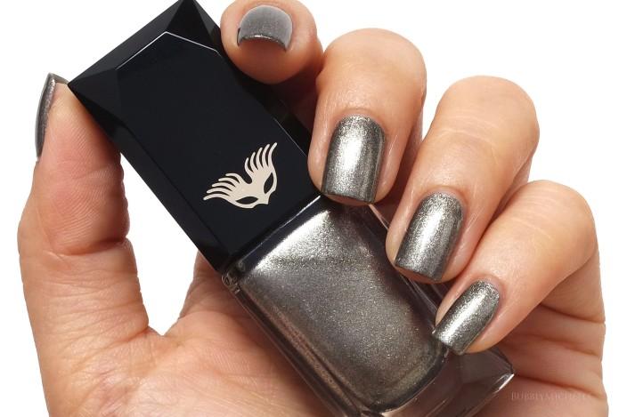 Cle de peau nail polish